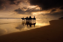 Sunset @ Kudeta - Bali (Helminadia Ranford(New York)) Tags: sunset sea horses bali beach indonesia golden rays tones kudeta