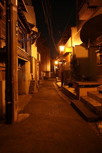 レトロな夜道