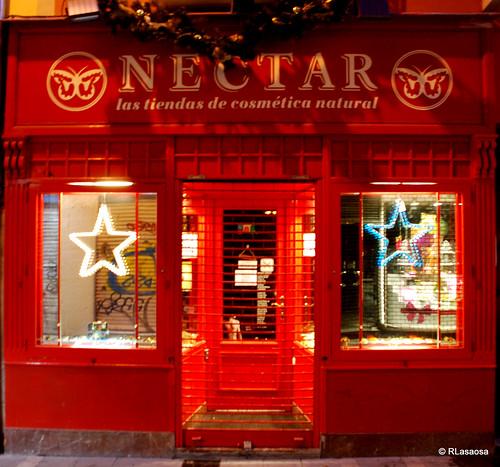 """Escaparate de la tienda de cosmética natural """"Néctar"""", situada en la calle Zapatería de Pamplona"""