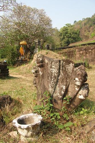 064.用佛教的香祭拜印度教的象徵
