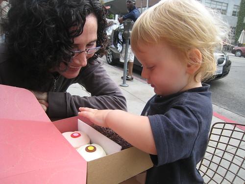 SA and Milo and cupcakes