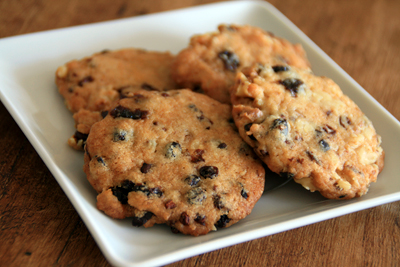 NIbby Nut and Raisin Cookies