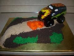 Grave Digger Monster Truck cake (Happy Birthday Cakes) Tags: cake gravedigger monstertruck