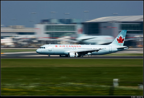 Air Canada Airbus A320-211 (by Tanner.)