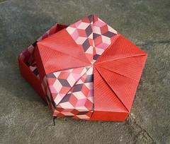 Fünfeckschachtel mit Dreieckfaltung von Tomoko Fuse (Tagfalter) Tags: origami box tomokofuse