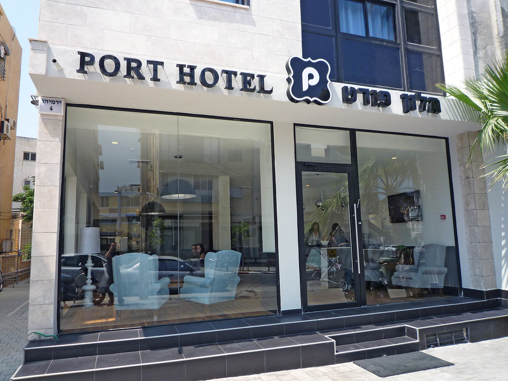 Port hotel front