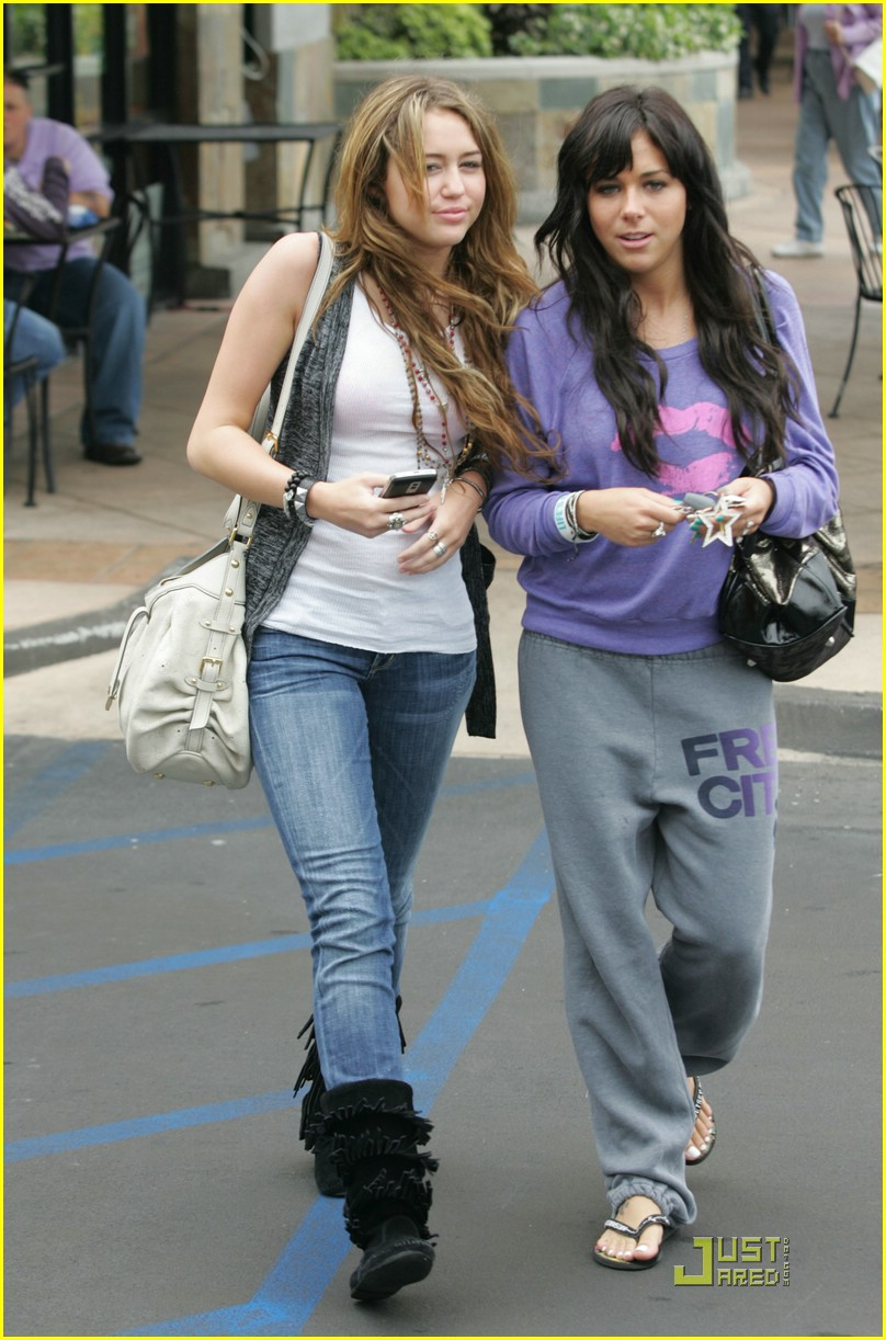 miley-cyrus-mandy-jiroux-lunch-20