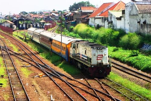 Langsiran dari Dipo Kereta Bandung