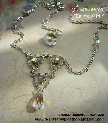 Embrace me necklace