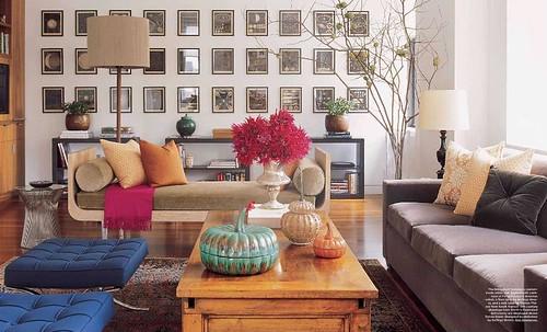 Modern-traditional mix: Platner table + Barcelona stools + luxe velvet, from Elle Decor