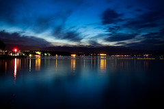 Reflets dors (Gabriel Asper) Tags: street light baby gabriel water de landscape lights switzerland la soleil photo suisse geneva geneve photos g picture lac nuages leman paysage rue lman pict genve nuit plage reflets dans couch ambiance genf laken asper glints suiss gasper gabiche gabicheminimal