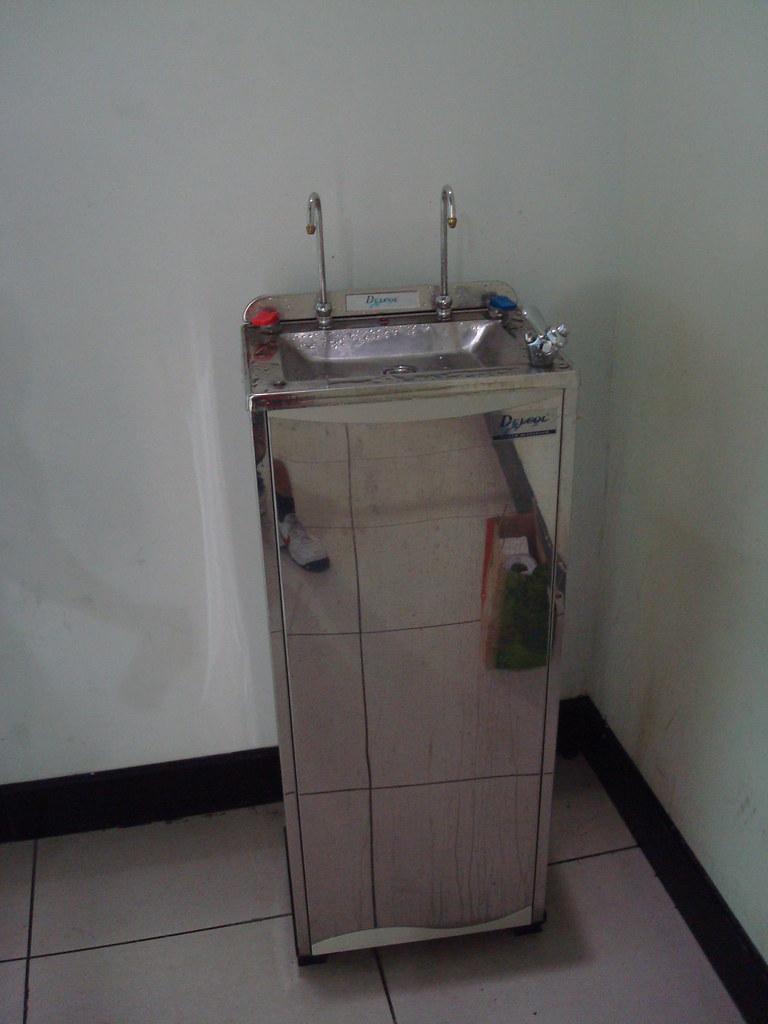 有飲水機可裝水