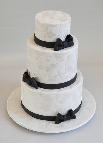 Black and White wedding cake por Nati's Cakes.