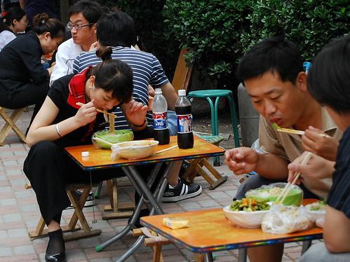 Sidewalk dining2  DSC_0581