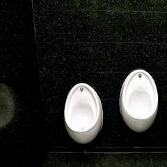 todo un detalle (eMecHe) Tags: blancoynegro blanco arquitectura nikon d70 negro minimal londres museo intimismo emeche abstraccion