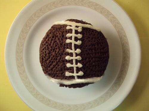 football cupcake1
