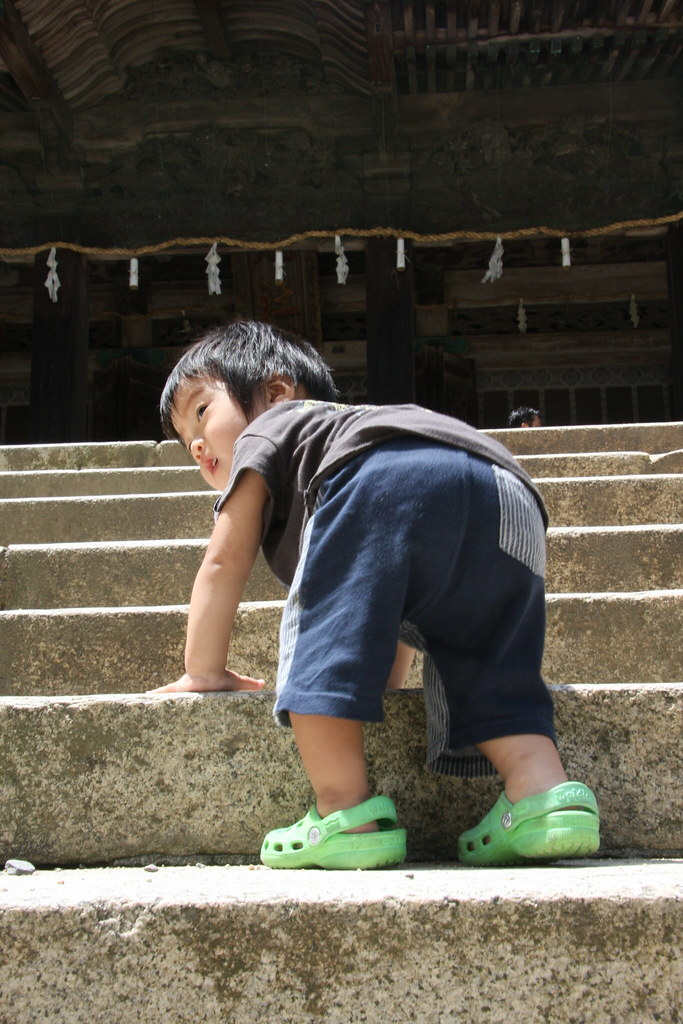 587c2a04b9b5 Taking steps in Kotohira at the Shrine (kurokojpn) Tags  japan kids temple  orlando