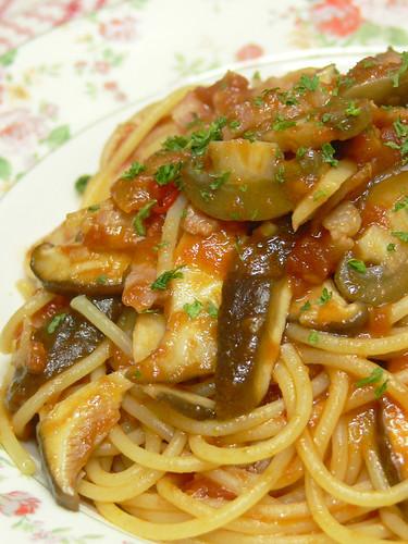 キノコとベーコンのトマトソーススパゲティ