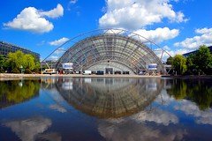 Leipzig, Germany: New Trade Fair Main Hall (Tobi_2008) Tags: city reflection building architecture germany deutschland town saxony leipzig sachsen stadt architektur tobi bauwerk allemagne spiegelung soe germania blueribbonwinner neuemesse supershot bej abigfave platinumphoto anawesomeshot diamondclassphotographer platinumheartaward artlegacy theperfectphotographer grouptripod saariysqualitypictures flickrunitedaward newtradefair