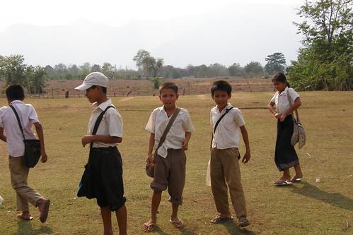 117.Don Daeng的小學生們 (2)_小男孩看到鏡頭就很興奮
