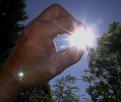 catturare il sole (Romano1939) Tags: mano sole controluce cattura controsole