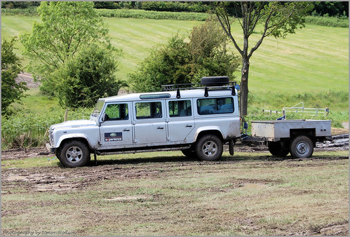 Land Rover Discovery G4 · Land Rover Defender 147""