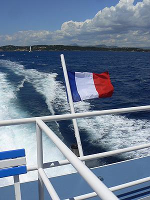 drapeau sur le bateau.jpg