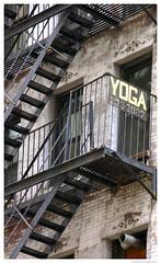 popup ladder (Doctor Canon) Tags: new york city nyc windows urban usa newyork apple yoga america square de landscape fire big downtown escape state manhattan united oneway ladder popup escaleras unis nuevayork mera urbaine emergencia etats damrique qlis cabuhat jlmera