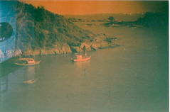 The Creek (jasminfish) Tags: bridge brazil cats colors brasil boats island lomo lomography barcos mask ponte es ilha wrecked mscara vilavelha colorido lomografia gambiarra 3ponte experincia morrodomoreno redscale fujisuperiaiso100 praiadoribeiro muitascores holga135bc