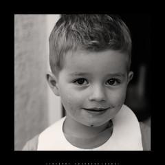 Mangeur de glace aprs la fivre... (thierry.courosse (busy !!! totally !!!)) Tags: portrait france noiretblanc enfant sourire regard sonya700 minolta5014rs