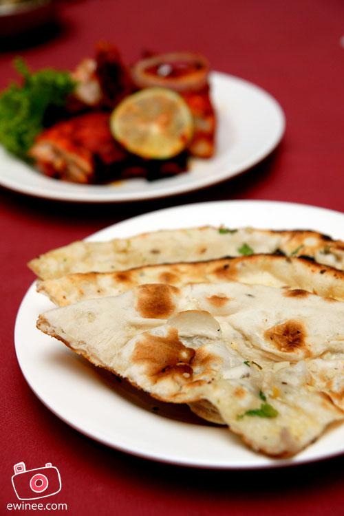 D'Tandoor-Naan-Garlic