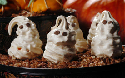 Meringue Ghosts (Photo by Mark DuFrene/Contra Costa Times)