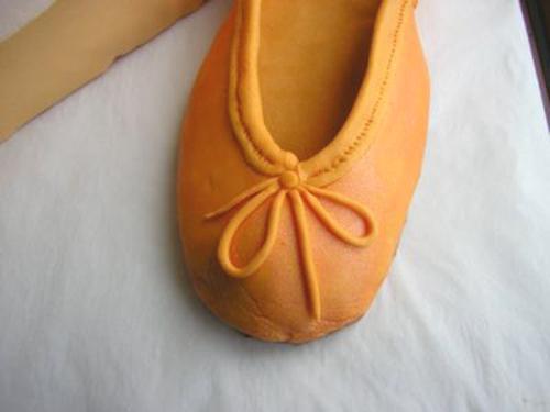 Unas bailarinas de color naranja. | Morgana. Tartas con magia