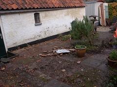 na 't aangenaam verpozen (apalca) Tags: rubbish rommel verbouwing scherven