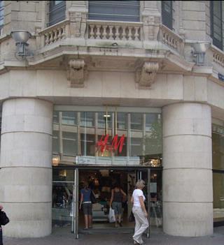 H&M Meir - Quartier Latin - De Wilde Zee Antwerp, Belgium