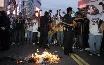 Lakers fans 7