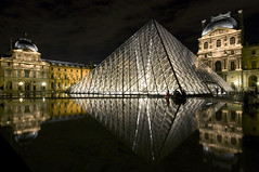 France - Paris 75001 - La Pyramide du Louvre (Thierry B) Tags: city monument museum architecture night photography photo lowlight frankreich europa europe nacht