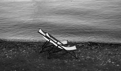 Klappliege am Ufer