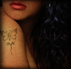 Regalo RoxiRosita = ) (*JuanaP_351) Tags: hair mujer lips labios tatoo mariposa nueva cor