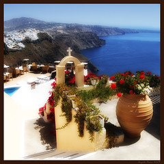 True Dream in Imerovigli (Santorini - Greece) (Angelo Bosco) Tags: flowers blue red sea mare blu chapel santorini greece grecia vase fiori rosso vaso imerovigli   aplusphoto    colourednotes angelobosco