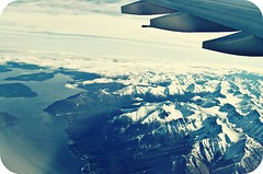 My plane window view... (Teka e Fabi) Tags: mountain snow window plane flying neve janela aviao distillery montanhas ih voando inspiredbylove flickraward tekaefabi