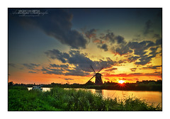 HDR Sunset @ Windmill 'Prinsenmolen', Rotterdam (Vincent_AF) Tags: sunset sky holland mill water windmill dutch dark landscape zonsondergang rotterdam view sundown vincent nederland thenetherlands hdr molen wieken rotte flickrphoto 1648 5xp flickrimage anawesomeshot prinsenmolen flickrphotography vincentvanderpas archetypefotografie