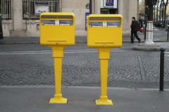 extraterresters (ÇaD) Tags: paris yellow chad et laposte ozturk deger cagdasdeger extraterrester