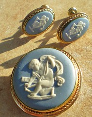 Wedgwood Demi, brooch & earrings