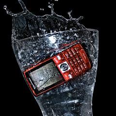 Death penalty (hiskinho) Tags: water pool handy agua phone ericsson telephone loco drop piscina gota splash deathpenalty locura penademuerte chapuzn cortocircuito hundimiento k610 k610i inmersin