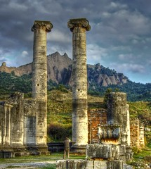 The Temple of Artemis in Sardis ... (Nejdet Duzen) Tags: trip travel cloud mountain history turkey temple ancient cloudy trkiye ruin artemis harabe bulut da antik tapnak sardis sart seyahat manisa tarih abigfave impressedbeauty salihli nejdetdzen vosplusbellesphotos saariysqualitypictures