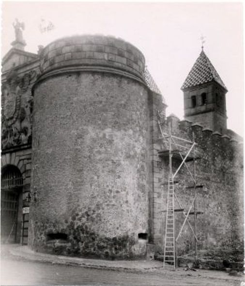 Restauración de la Puerta de Bisagra a comienzos del siglo XX. Foto Rodríguez
