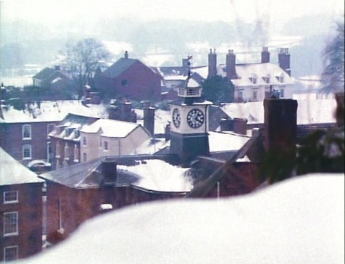 achildschristmas_rooftops