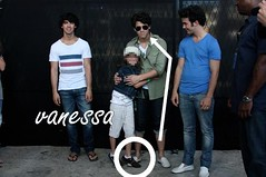 poor nick; hahahhaha (vanessa j :)) Tags: brazil adam joseph paul kevin br brothers nick jerry joe nicholas jb jonas meet greet