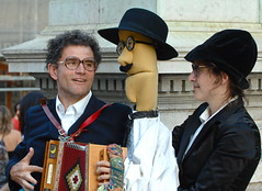 Poems delivery (pedrosimoes7) Tags: people music portugal pessoa couple poetry puppet lisbon poems accordeon chiado fernandopessoa squeezeme thecontinuum 1on1people worldwalkers poemsdelivery